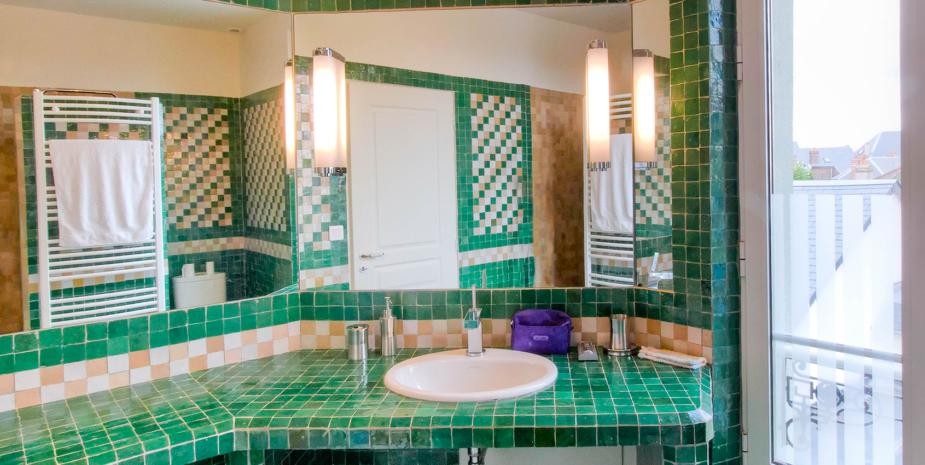 La salle de bain et mosaïque de l'Occident, maison de location saisonnière en Baie de Somme.